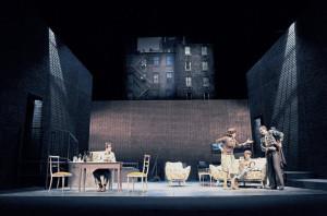 Lampadina_galleggiante_teatro_brancati