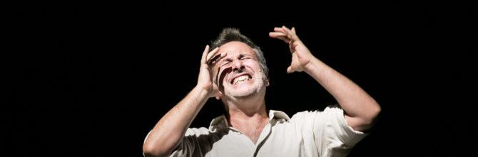 L'abisso, Davide Enia porta in scena Lampedusa come metafora di un naufragio personale e collettivo