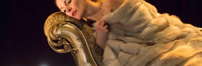 La Signora delle Camelie, l'intensa pièce tratta da Alexander Dumas Fils e diretta da Matteo Tarasco debutta al Brancati