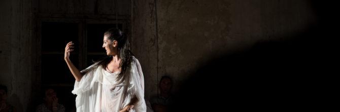 Una casa di donne, Dacia Maraini porta in scena l'universo di chi sceglie la prostituzione