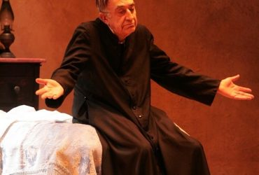 Gran finale di Stagione al Teatro Brancati con Tuccio Musumeci in Fiat voluntas dei